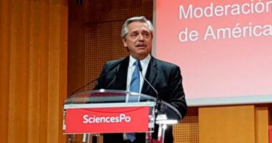 Alberto Fernández en París