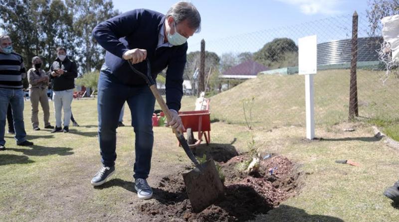 20200922 brown cascallares jornada de forestación en Ministro Rivadavia