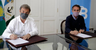 Cascallares y Katopodis firmaron el inicio de obra del paso bajo nivel de Longchamps